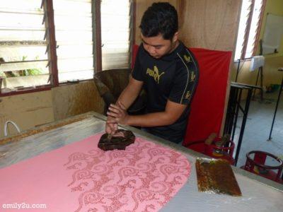 13. batik printing