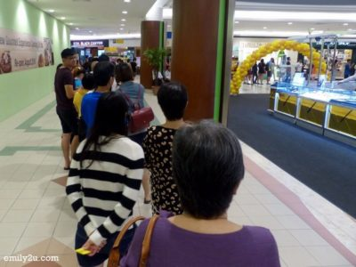 2. the queue for the complimentary Hokkaido baked cheese tart during the grand launch