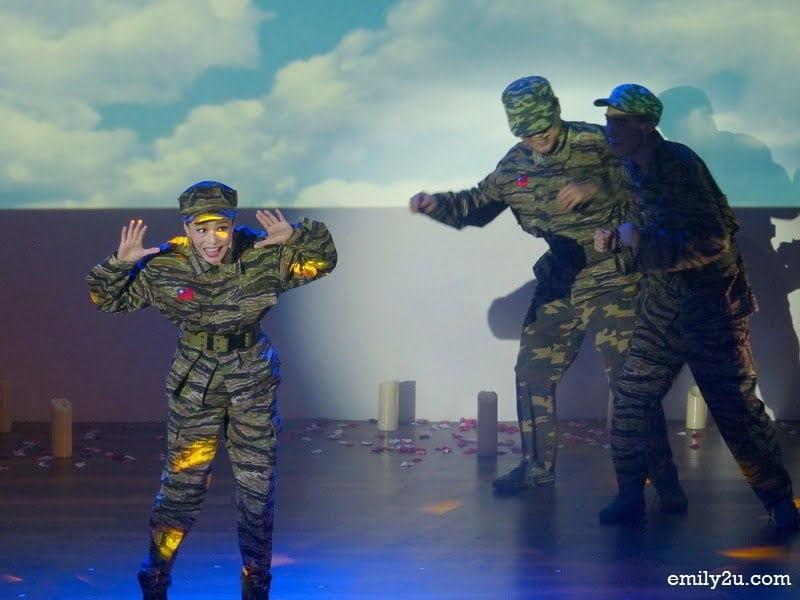 4. Teresa Teng joins the Taiwanese army