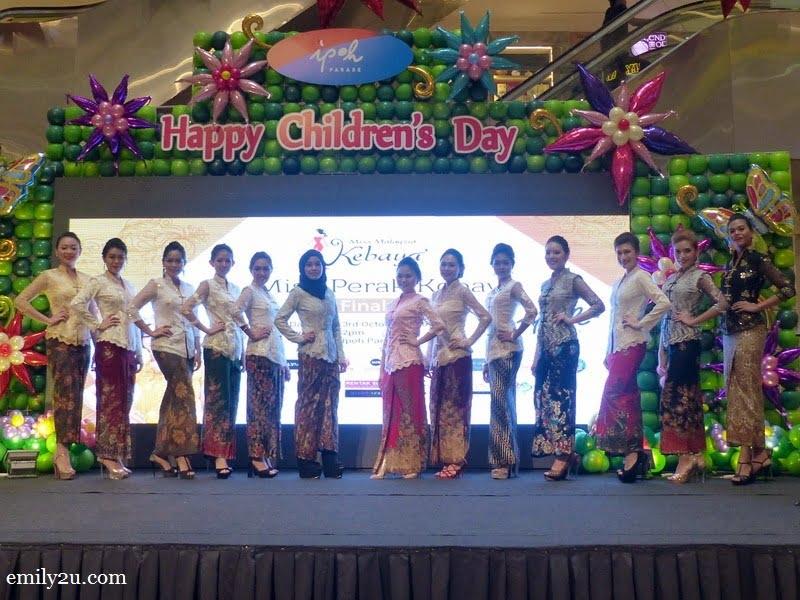 1. 13 contestants in Miss Malaysia Kebaya Perak 2016