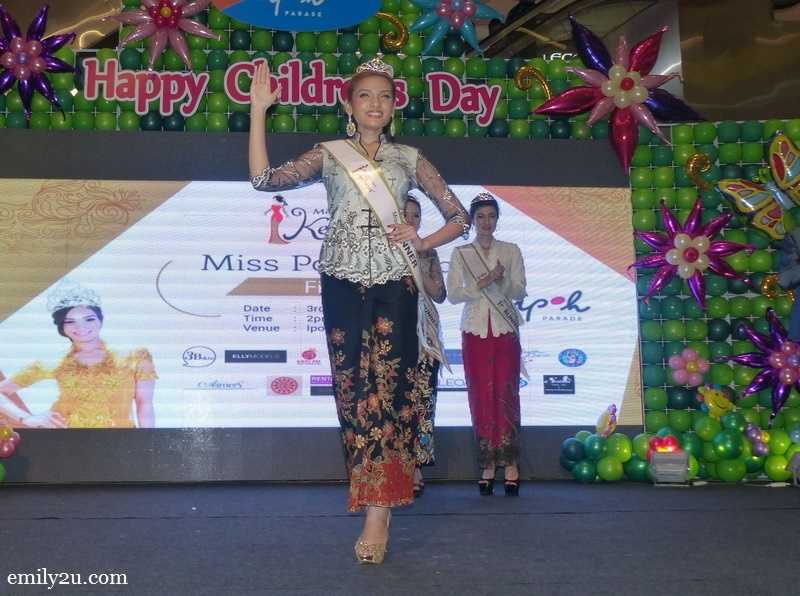 12. Miss Malaysia Kebaya Perak 2016 Nurul Ain does a lap of honour