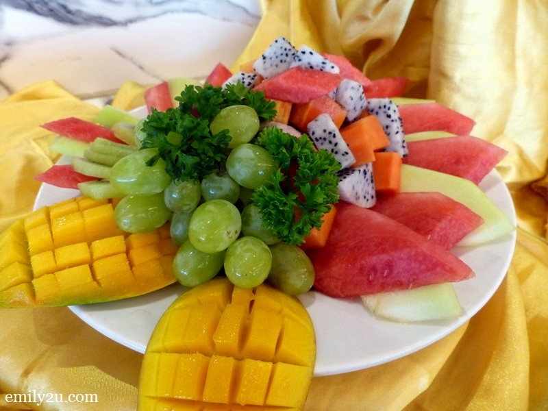 13. fresh fruits platter