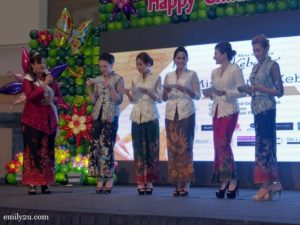 6-miss-malaysia-kebaya-perak
