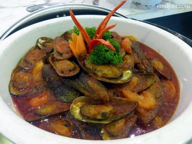 6. stir-fried mussels with tomato
