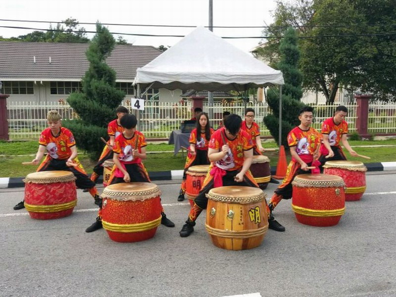 7. Chinese drums performance