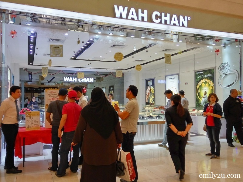 1. the crowd in front of Wah Chan Gold & Jewellery showroom in AEON Midtown Falim, Ipoh