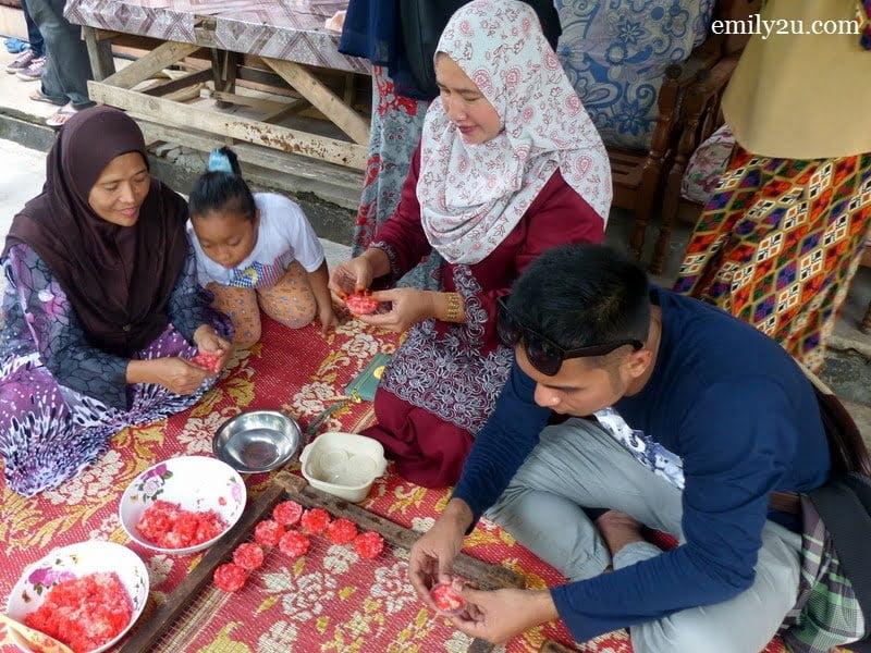 10. local celebrity Syed Ali (R) learns to make inang-inang sagu