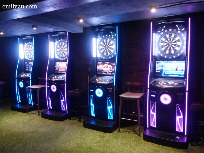 11. dart machines