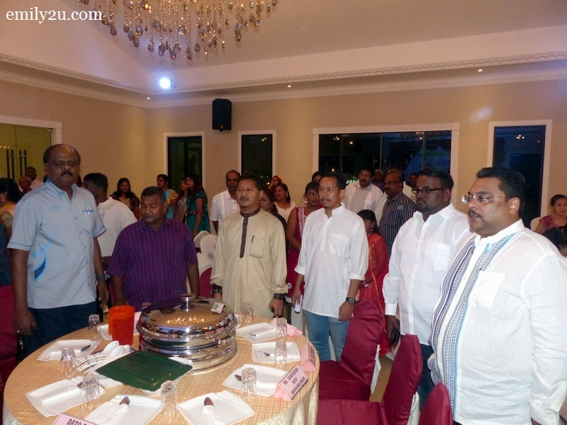 2. guest of honour-cum-club adviser, Prime Minister's Press Secretary, Datuk Akmar Hisham Mokhles (in brown kurta) and other VIPs sing the national anthem, Negaraku