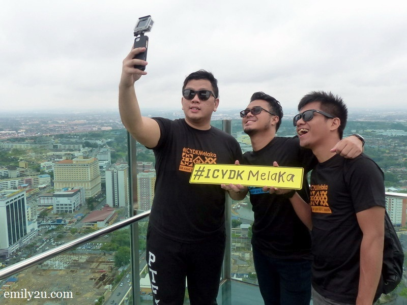 3. L-R: Eazy, Aven & Uncle Zuan take a wefie