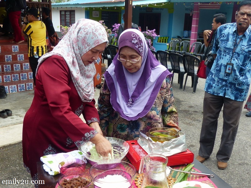 4. making of Kuih Onde Onde (Buah Melaka)