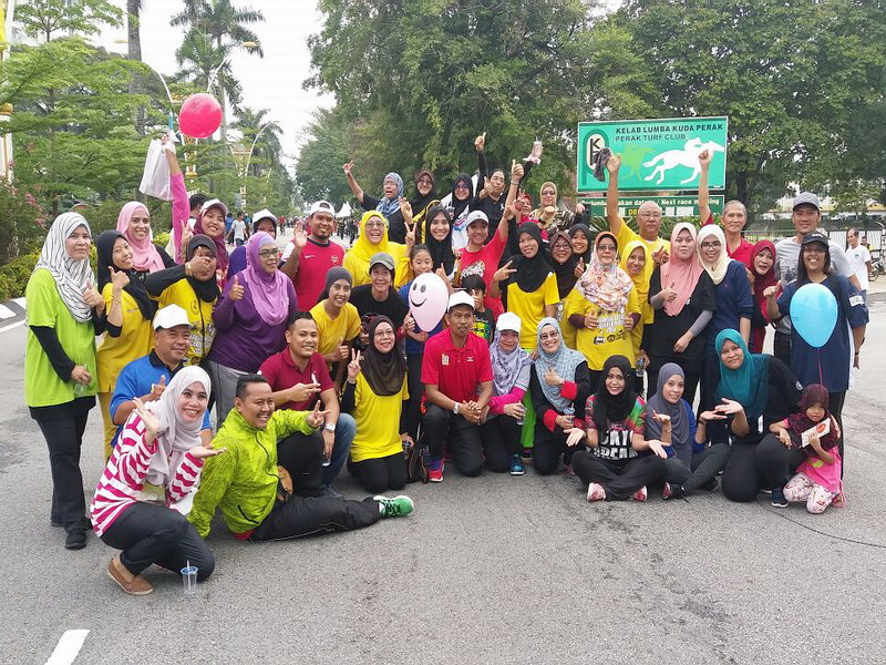 5. group photo with Ipoh Mayor (squatting in red)