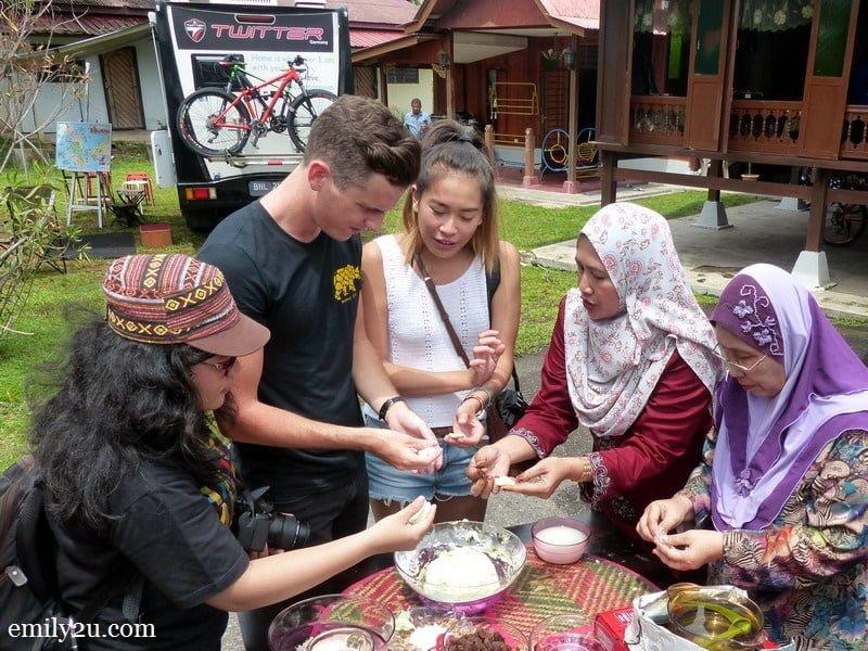 6. visitors learn how to make kuih onde-onde