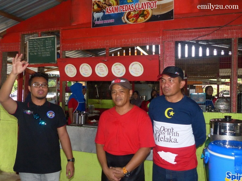6. owner Yusri Nadin (in the middle) explains about his menu