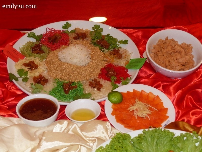 2. Menu C - Prosperity Salmon Yee Sang