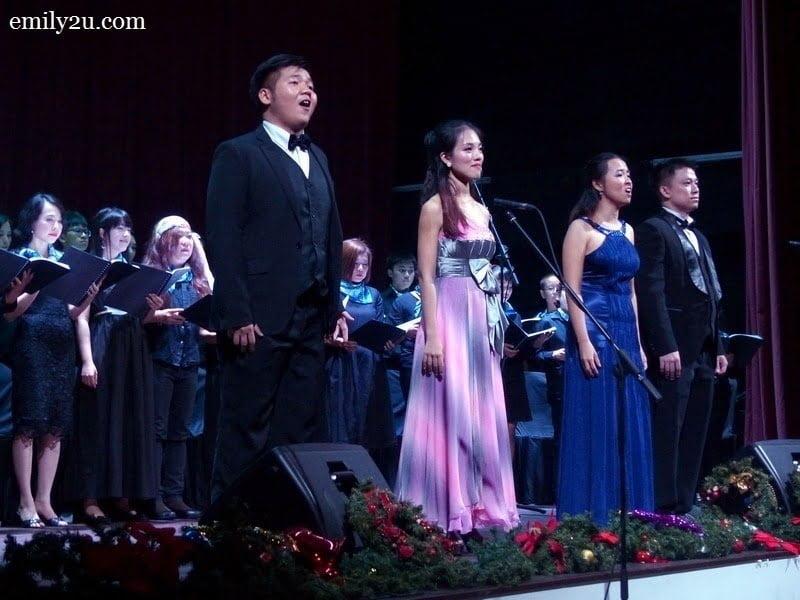 2. L-R: tenor Khoo Wu Ji, mezzo-soprano Marianne Poh, soprano Sirikhwan Buathong & tenor Salith Dechsangworn backed by the PSPA Singers