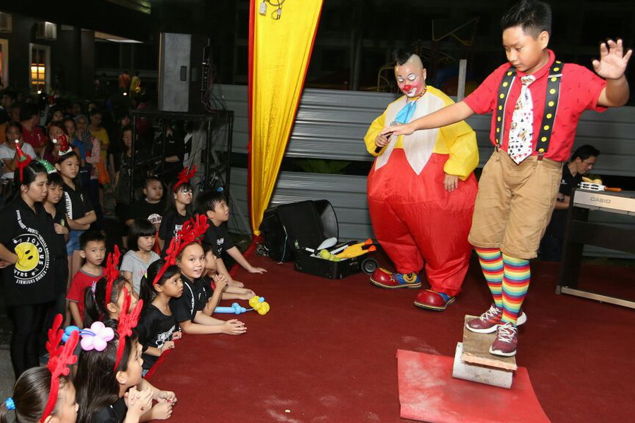 6. clown performance: Au Young & Peter (R)