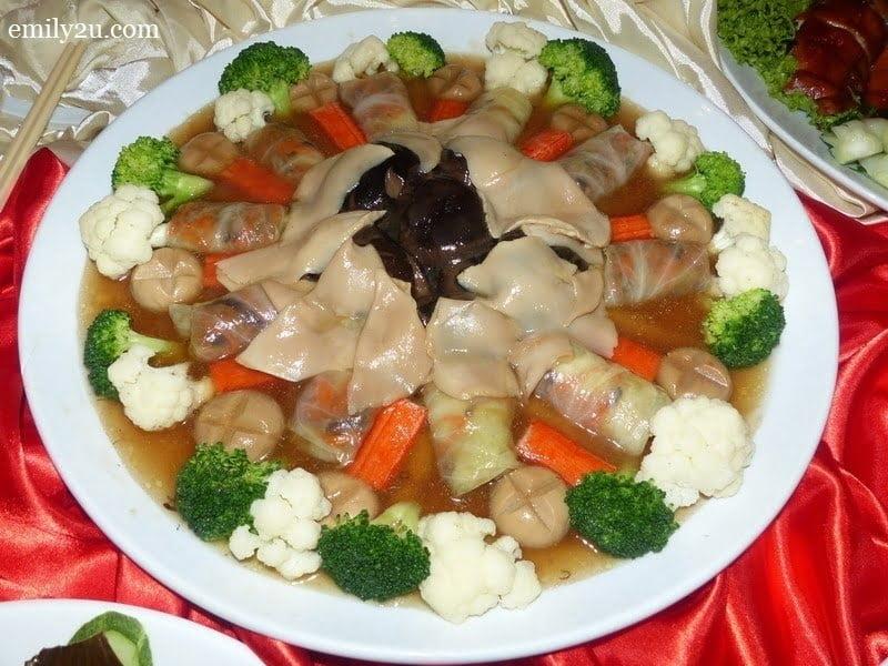 7. Menu C - Braised Stuffed Cabbage. Sea Moss, Dry Oyster, Mushroom & Ling Zi Mushroom