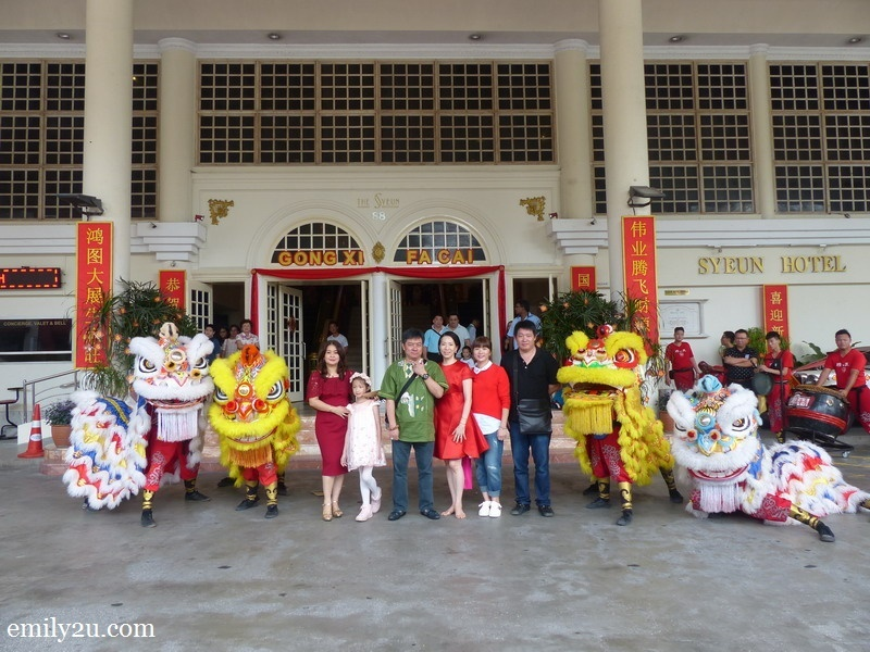 1. group photo of directors and management staff of Syeun Hotel prior to the lion dance performance
