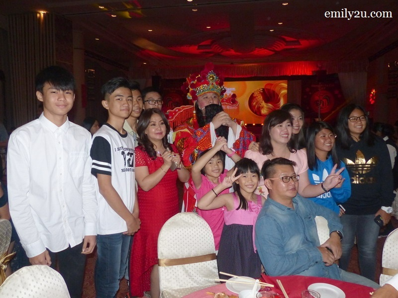 10. The God of Prosperity has arrived! Here's a family photo of Syeun Hotel Director Maggie Ong (in red dress). Huat ah!
