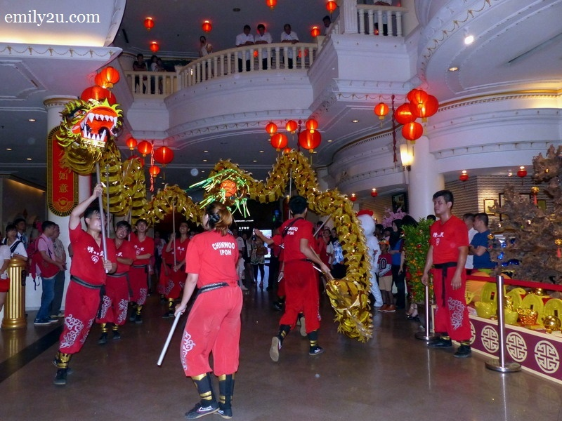 16. dragon dance