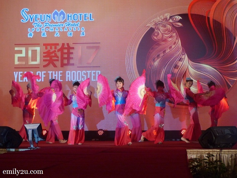 3. Chinese fan dance