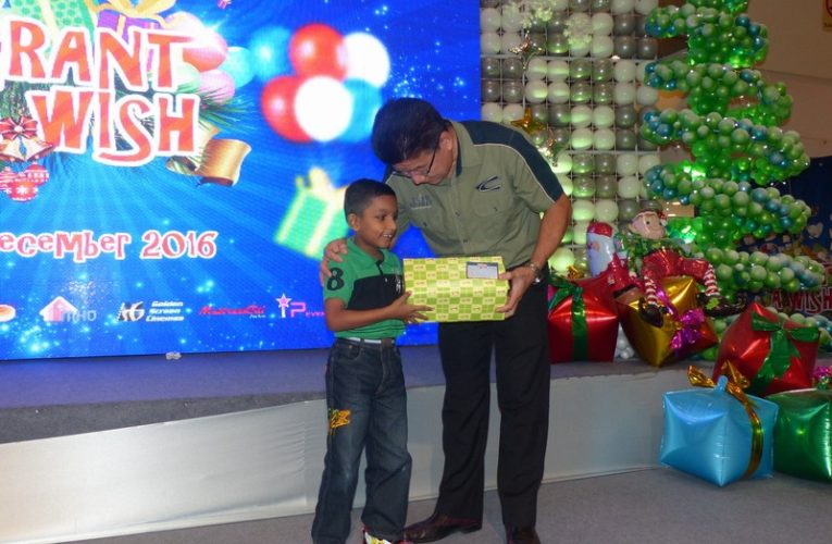 Ipoh Parade Grant A Wish Gift Presentation & Unwrapping Ceremony