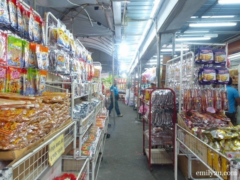 4. hundreds of products are sold here, both raw and ready-to-eat