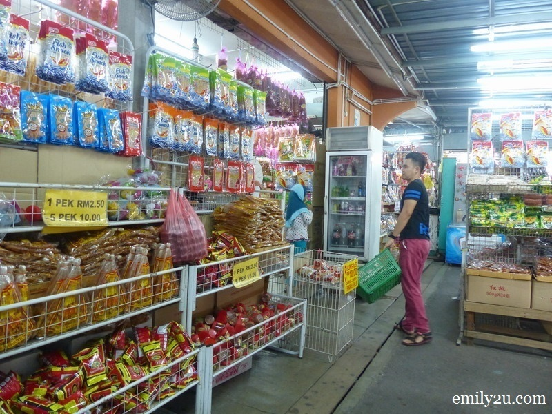 5. it is comfortable to shop here due to the spacious aisles