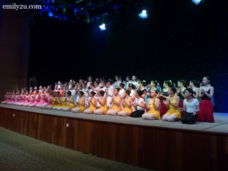 8. group photo of the dancers