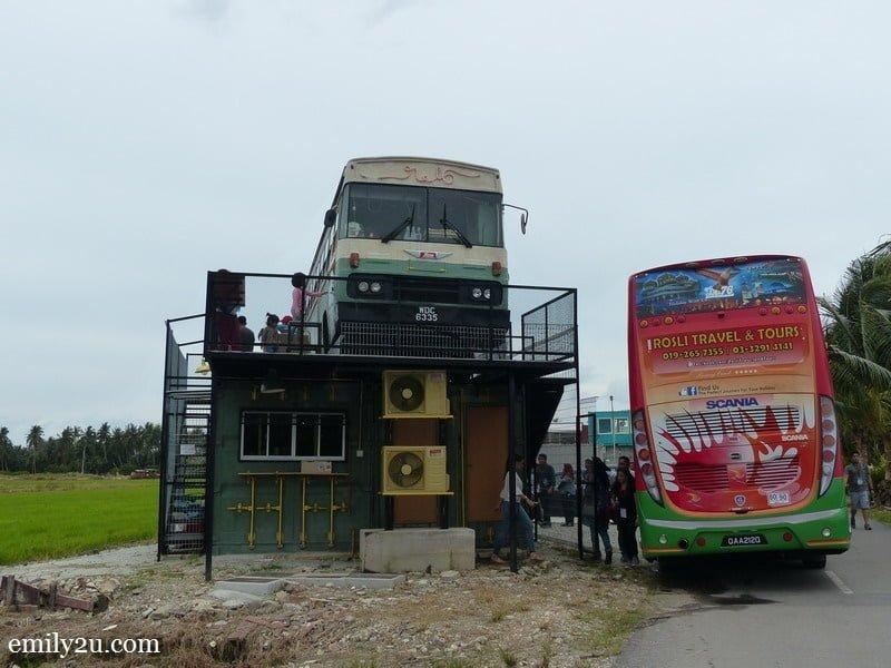 1. N.16 Bus Café