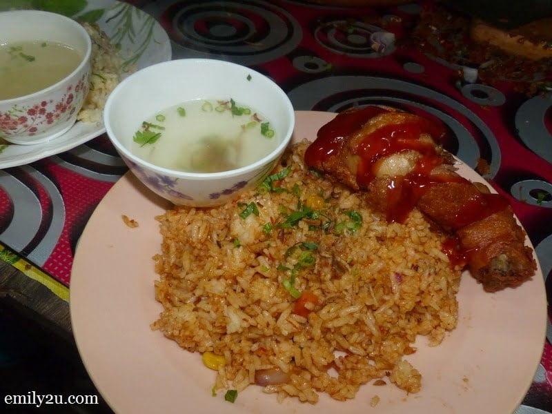 21. Warung Persatuan Nelayan: nasi goreng ayam