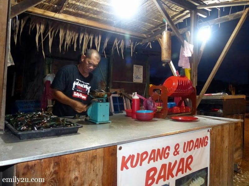 23. Warung Persatuan Nelayan: kupang & udang bakar