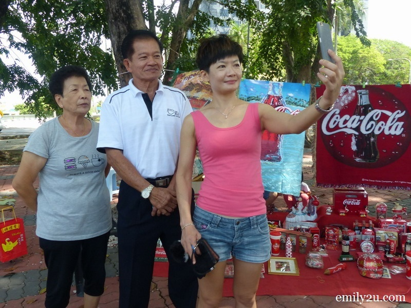 10. the Yap family takes a wefie