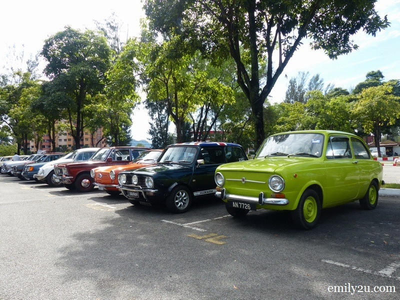 4. members of PCCC drive their classic cars to the gathering