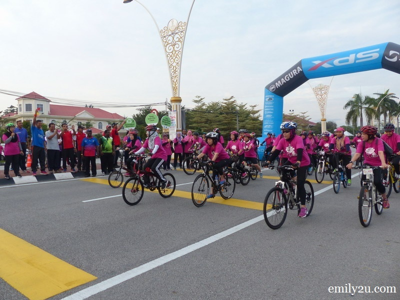 1. Ipoh Lord Mayor Dato' Zamri Bin Man flags off the pink lady cyclists in a 7km fun cyclothon