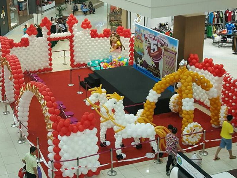 1. fantasy-themed balloon sculpture at AEON MALL Ipoh Station 18