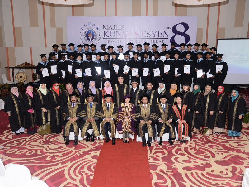 1. group photo of graduates with academicians