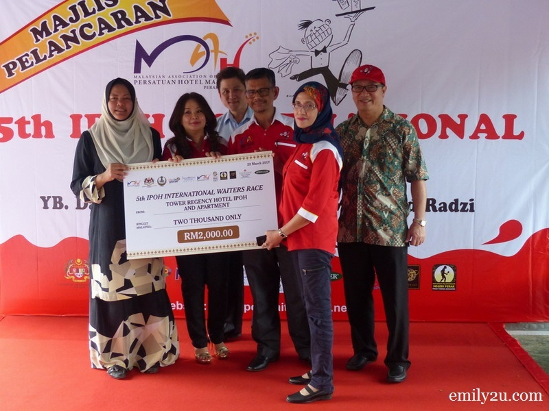 13. mock cheque presentation by Tower Regency Hotel Manager Mdm. Mariana Abdul Hamid (R)