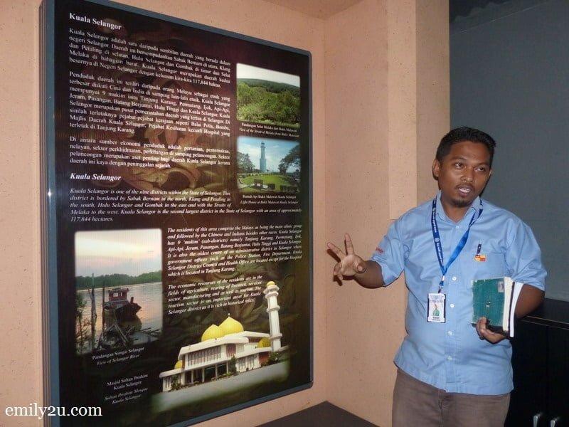 6. En Mahadi, Museum Assistant