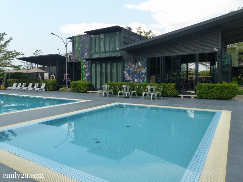 2. wading pool adjacent to reception area