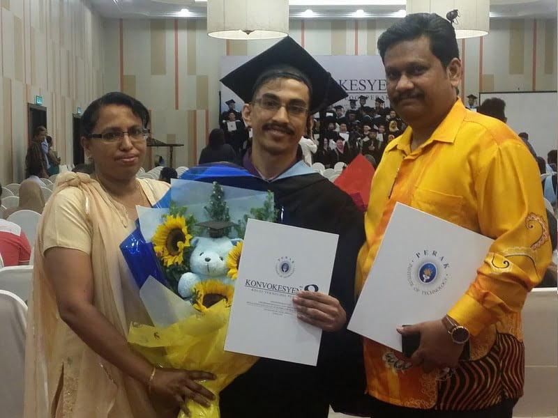 4. Joel Jabharajasingam a/l Joshua graduates from Diploma Kemahiran Malaysia Tahap 4 - Sistem Komputer, with his parents