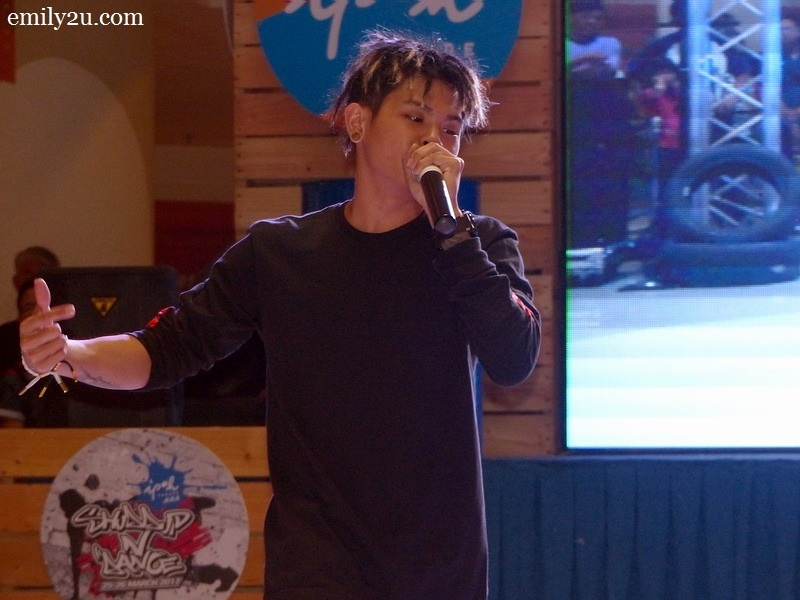 4. guest appearance by Beatboxer Shawn Lee