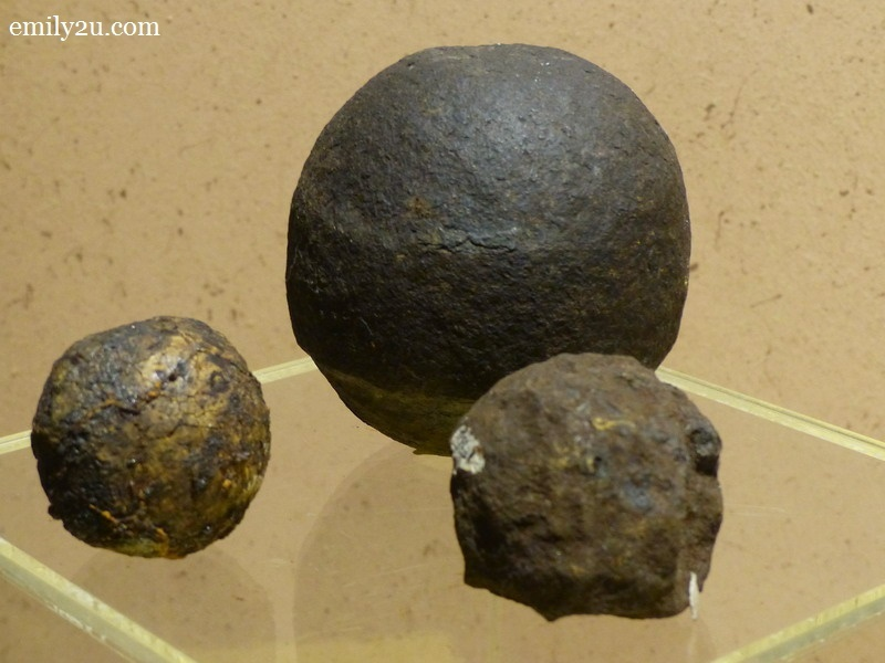 9. cannonballs in three sizes, made from iron