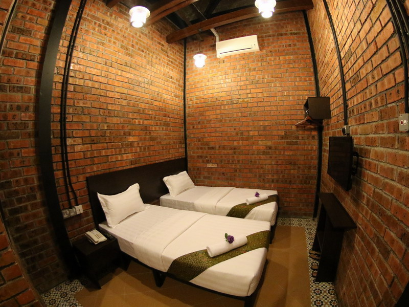 8. Standard Twin Bedroom