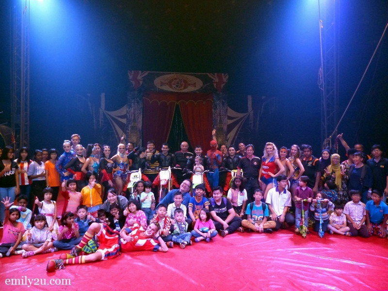 18. the special guests for the evening with circus performers and managers