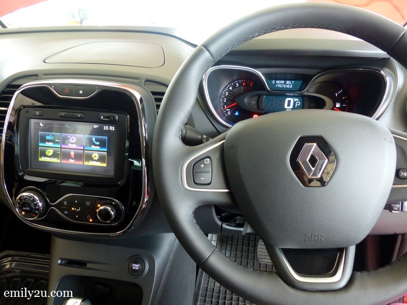 3. Renault Captur dashboard & Media NAV multimedia system