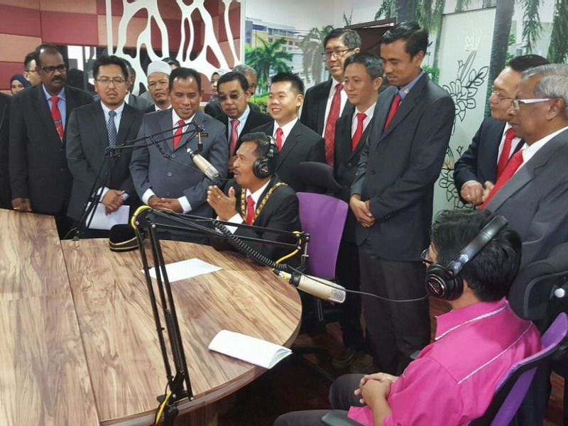 4. Ipoh Lord Mayor Dato' Zamri Bin Man (seated, middle) as a guest on radio
