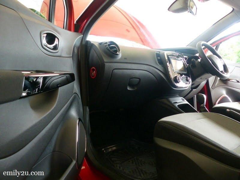 4. sleek lines: front passenger seat