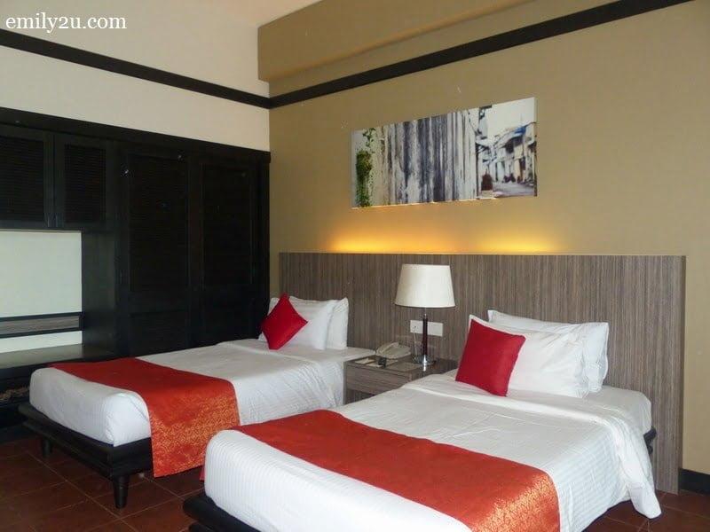 4. twin bedroom